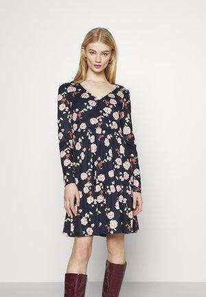 VINATALIE DRESS - Jerseykjole - navy blazer