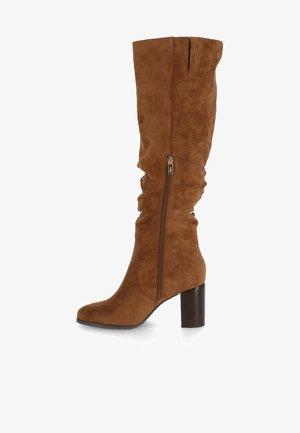 HANAYA - Boots - brown