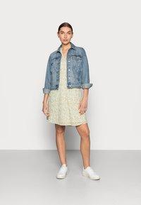 Moss Copenhagen - EVETTE WRAP DRESS - Day dress - ecru flower - 1