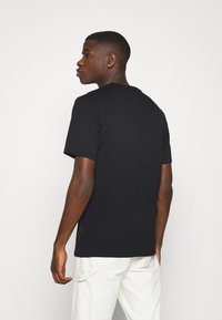 Converse - MENS EMBROIDERED STAR CHEVRON LEFT CHEST TEE - T-shirt basic - converse black - 2