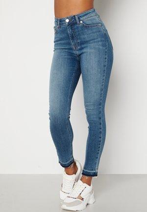 FREYA HIGH WAIST - Jeans slim fit - blue denim