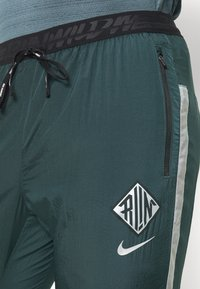 Nike Performance - ELITE PANT - Tracksuit bottoms - seaweed/reflective silver - 5