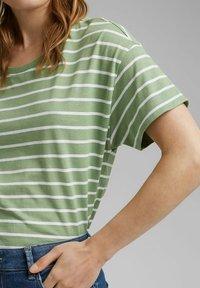Esprit - Print T-shirt - leaf green - 3