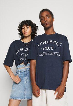 JORTOBIAS TEE CREW NECK FRONT BIG UNISEX  - T-shirts print - spellbound