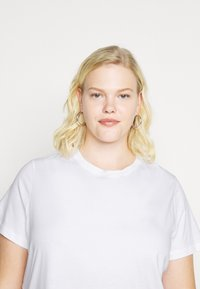Tommy Hilfiger Curve - COOL TEE - Basic T-shirt - white - 4