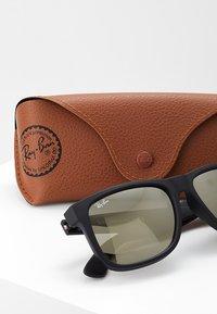 Ray-Ban - JUSTIN - Sunglasses - light brown mirror gold/black - 3