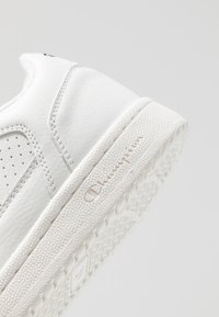 Champion - LOW CUT SHOE CHICAGO - Træningssko - white - 5