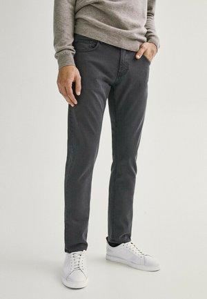 MIT FISCHGRÄTENMUSTER  - Slim fit jeans - light grey