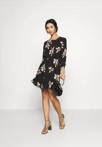 ONLY - ONLCARRIE TIE SHORT DRESS - Kjole - black/nature mix - 2