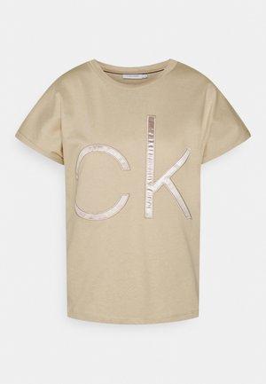 BONDED - Print T-shirt - beige