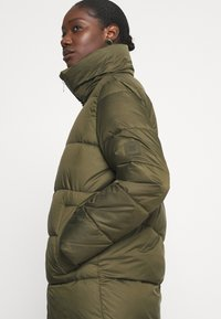 Marc O'Polo DENIM - LONG PUFFER COAT - Zimní bunda - utility olive - 3