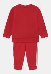 adidas Originals - CREW SET UNISEX - Tuta - scarlet/white - 1