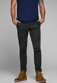 Jack & Jones - MARCO BOWIE - Pantalones chinos - black - 0