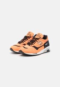New Balance - M1500  - Sneakersy niskie - neo orange/black - 1