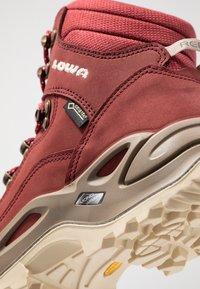 Lowa - RENEGADE GTX MID - Hiking shoes - cayenne - 5