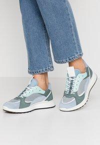 ECCO - ECCO ST.1 W - Sneakers laag - dusty blue/white/concrete/lake - 0