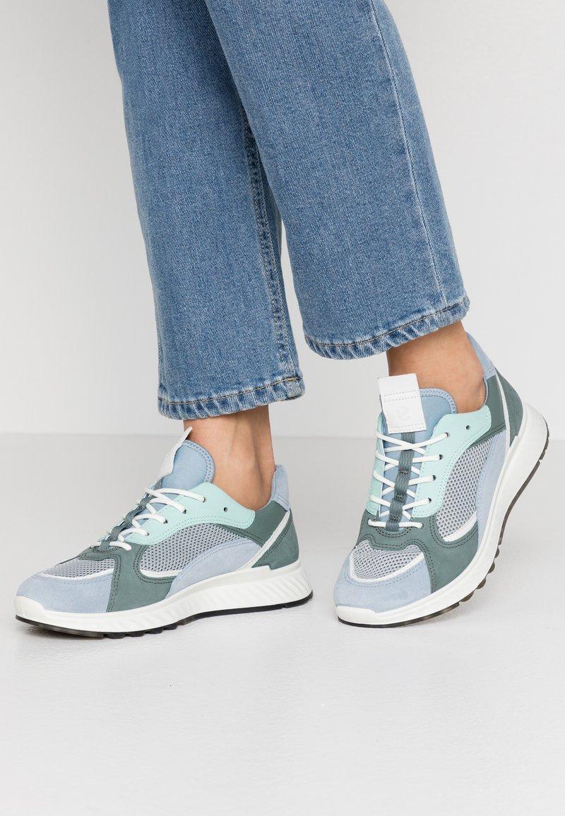 ECCO - ECCO ST.1 W - Sneakers laag - dusty blue/white/concrete/lake