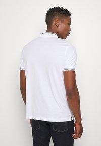 Calvin Klein - LIQUID TOUCH LOGO CUFF  - Polo - white - 2
