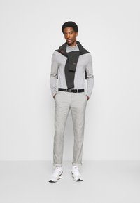 Tommy Hilfiger - DENTON CHINO WOOL LOOK FLEX - Chinos - grey - 1