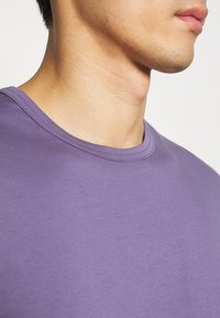 Tiger of Sweden - OLAF - T-shirt basique - purple air - 4