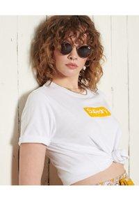 Superdry - CORE LOGO - T-shirt print - brilliant white - 1