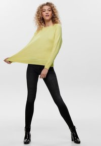 ONLY - LESLY KINGS - Trui - elfin yellow - 1