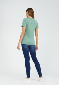 ARMEDANGELS - LIDAA ELEMENTS - Print T-shirt - matcha - 2
