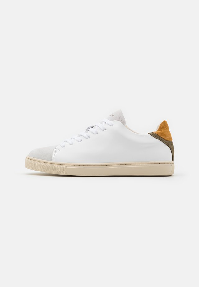 SLHDAVID NEW CONTRAST TRAINER - Trainers - sand