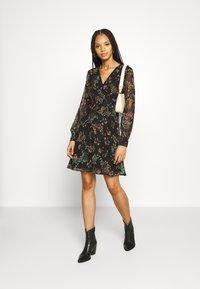 Vero Moda - VMJULIE SHORT DRESS - Day dress - black/julie - 1