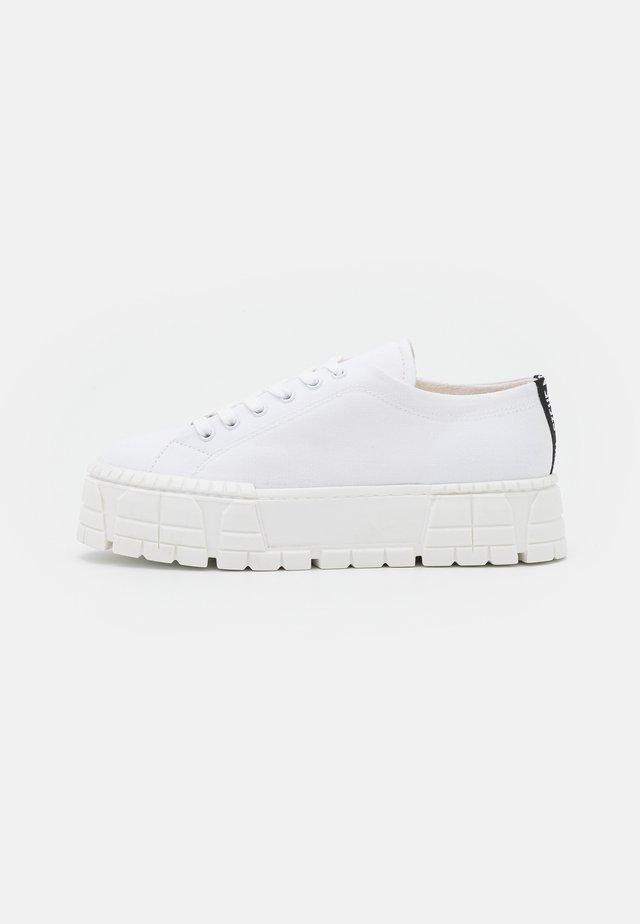 FANILO - Sneakers laag - white
