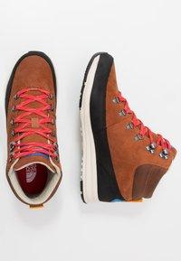 The North Face - MEN'S BACK-TO-BERKELEY REDUX REMTLZ LUX - Hiking shoes - caramel cafe/black - 1