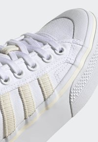 adidas Originals - NIZZA PLATFORM W - Baskets basses - ftwwht/owhite/silvmt - 6