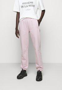 032c - REFLECTIVE LOGO - Teplákové kalhoty - grey purple - 1