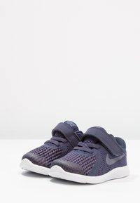 Nike Performance - REVOLUTION 4 - Neutral running shoes - neutral indigo/light carbon/obsidian/black/white - 2