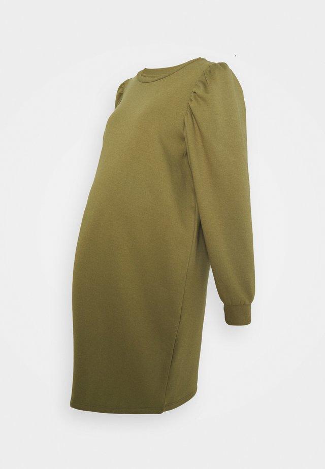 PCMJASSI DRESS - Denní šaty - martini olive