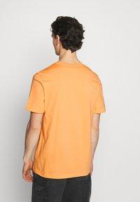 adidas Originals - ESSENTIAL TEE - T-shirt - bas - hazy orange - 2