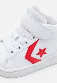 Converse - PRO BIRTH OF FLIGHT UNISEX - Sneakers hoog - white/rush blue/university red - 5