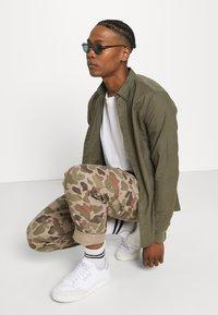 AllSaints - HUNGTINGDON SHIRT - Shirt - parlour green - 3