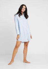 Lauren Ralph Lauren - CLASSIC HIS SHIRT SLEEPSHIRT - Noční košile - blue - 1