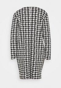 Wallis - DOGTOOTH DRESS - Sukienka dzianinowa - black - 1