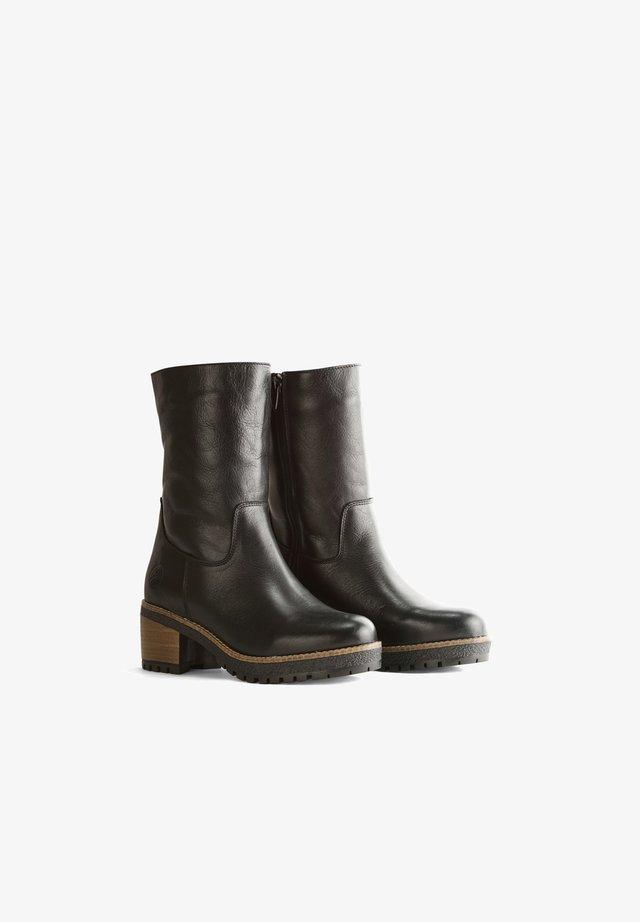VAASA - Korte laarzen - black