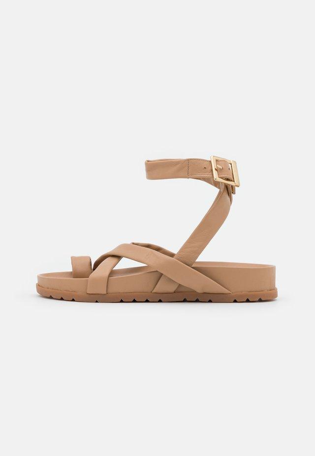 VMHELO - T-bar sandals - travertine