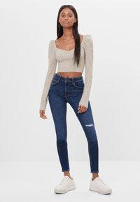 Bershka - MIT HOHEM BUND  - Jeans Skinny Fit - blue-black denim - 1