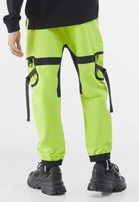 Bershka - Pantalon cargo - green - 2