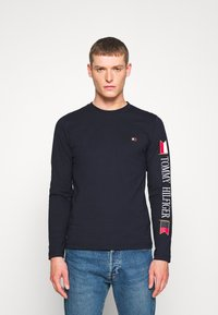 Tommy Hilfiger - MIRRORED FLAGS LONG SLEEVE  - Longsleeve - blue - 0