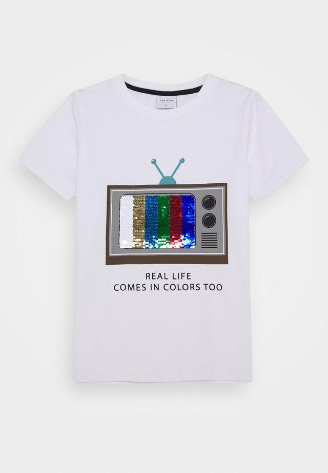RYAN TEE - Camiseta estampada - bright white