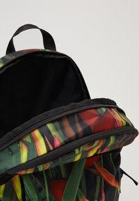 Nike Sportswear - Batoh - black/red/white - 4