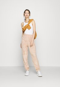 New Look - TEDDY JOGGERS - Tracksuit bottoms - camel - 1