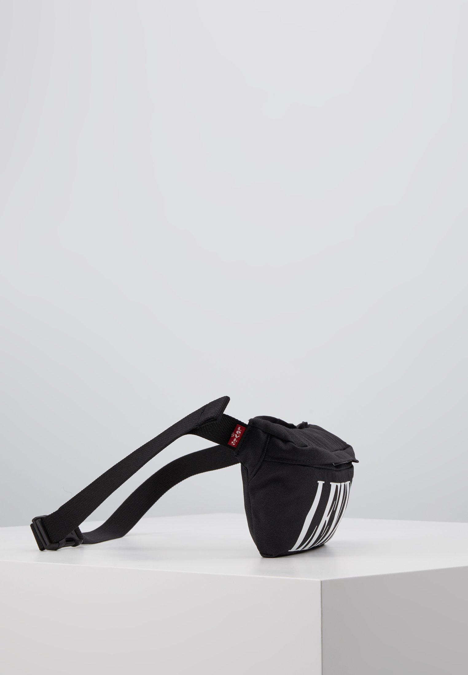 Levi's® BANANA SLING SERIFF - Rumpetaske - regular black/svart 2npLocK2czsb6pK