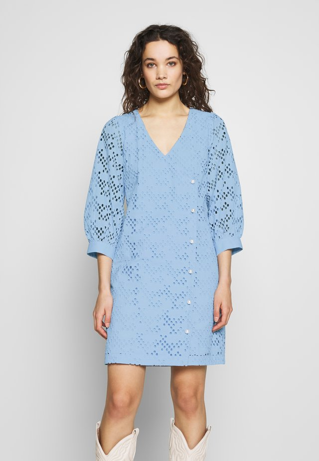 AVADOR WRAP DRESS - Vestito estivo - chambray blue